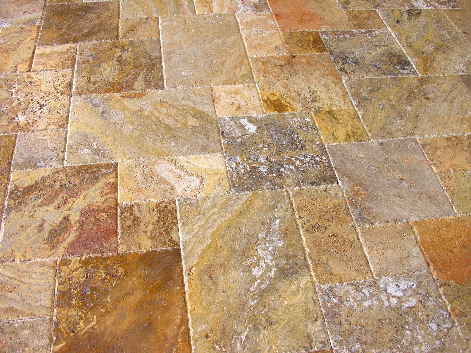 Scabos travertine versailles ashlar patterned tiles uf for Travertine tile designs