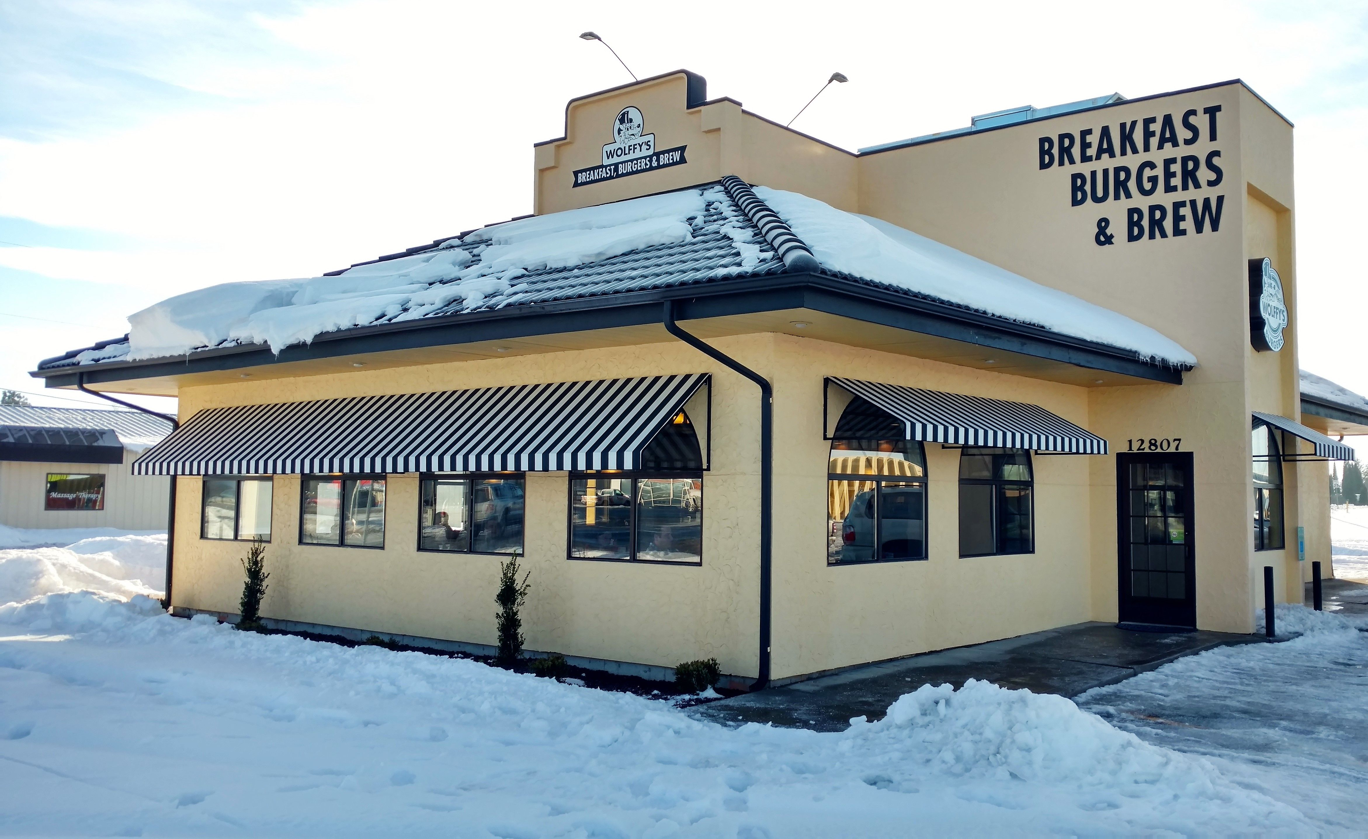 Wollfy S Breakfast Burgers Brews Spokane Wa Www Vestissystems Com With Images Residential Awnings Canopy Awning