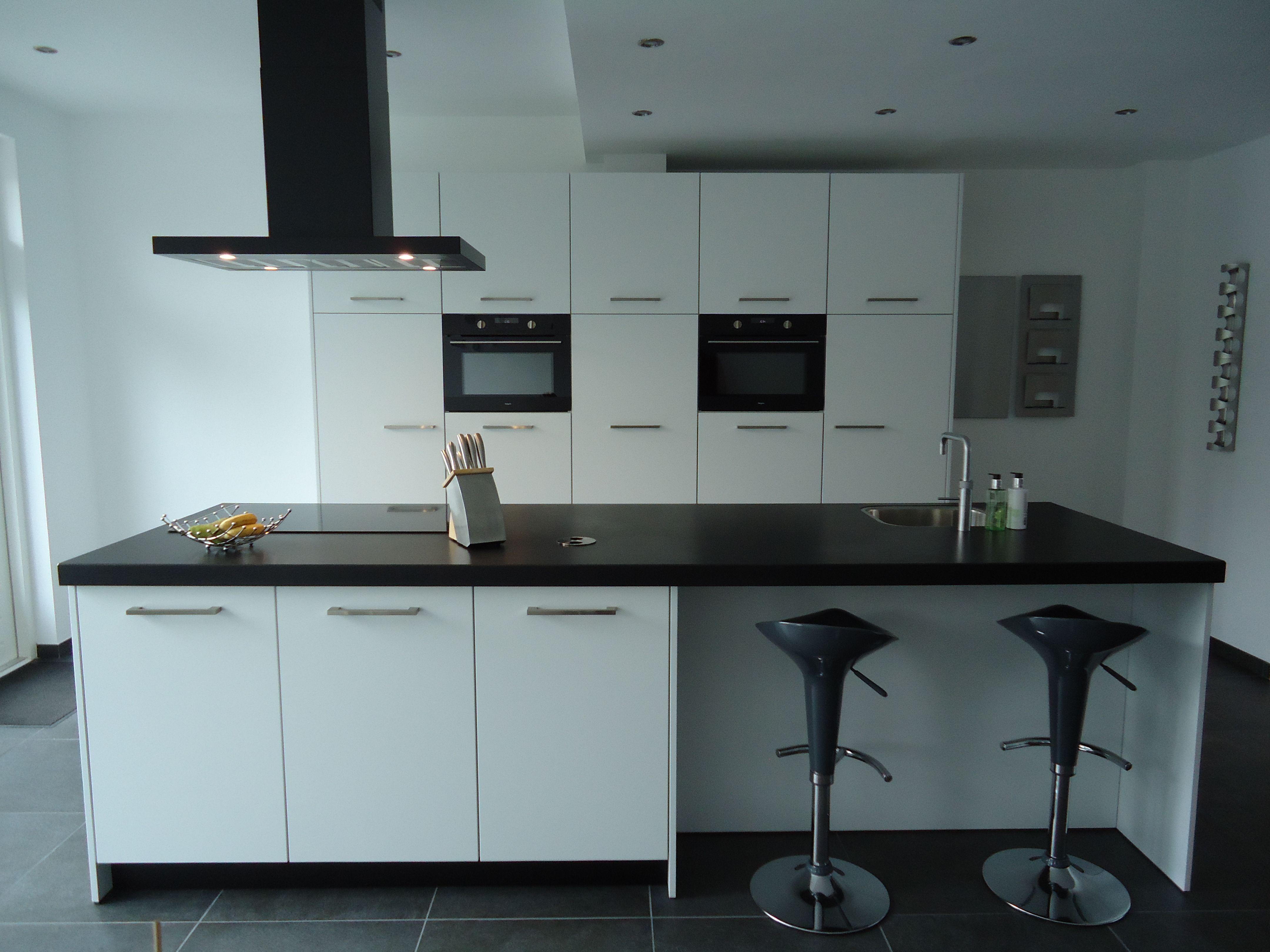 Keukens Den Bosch : Moderne strakke keuken op maat met bosch inbouwapparatuur. mekx