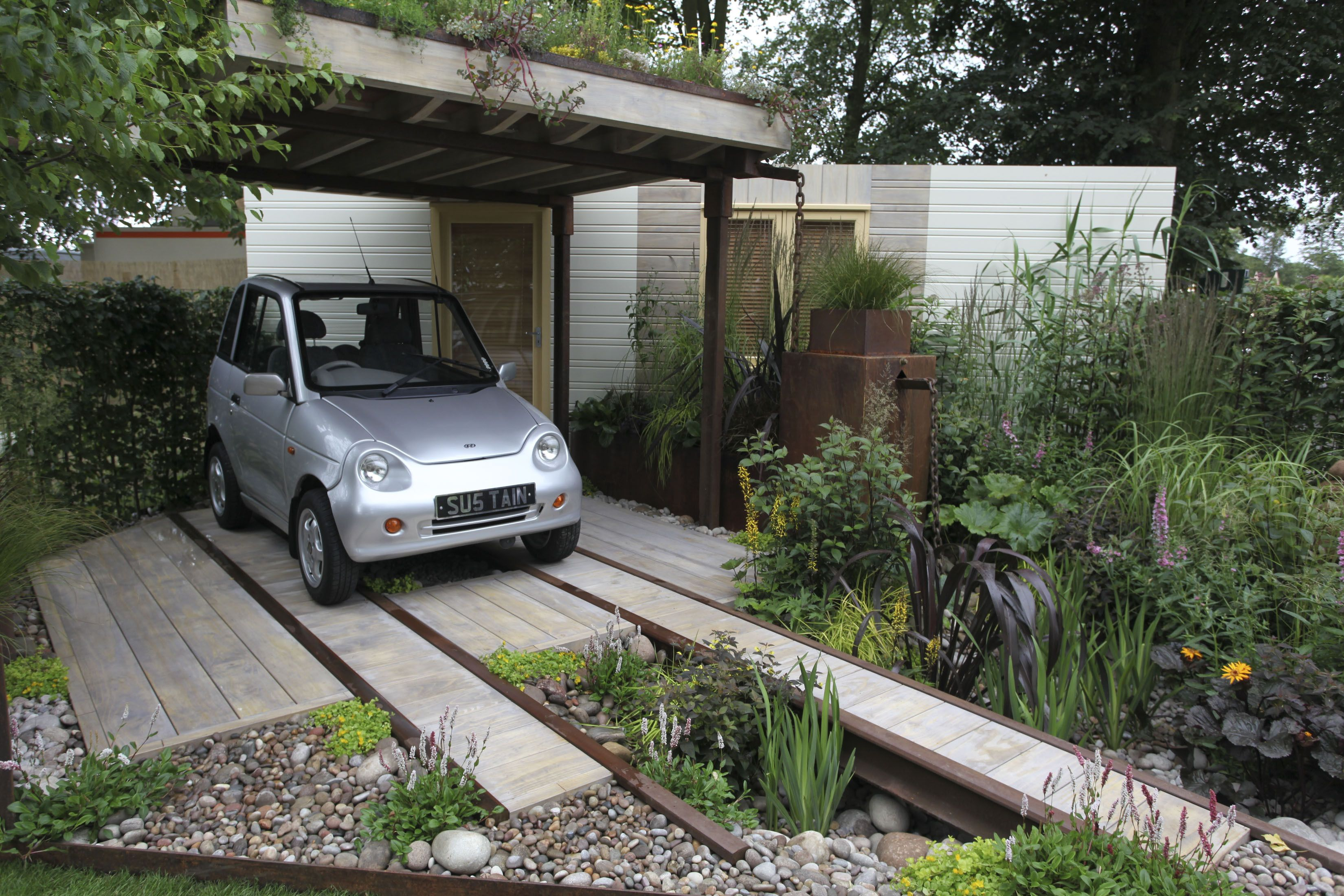 Small Garden With Parking