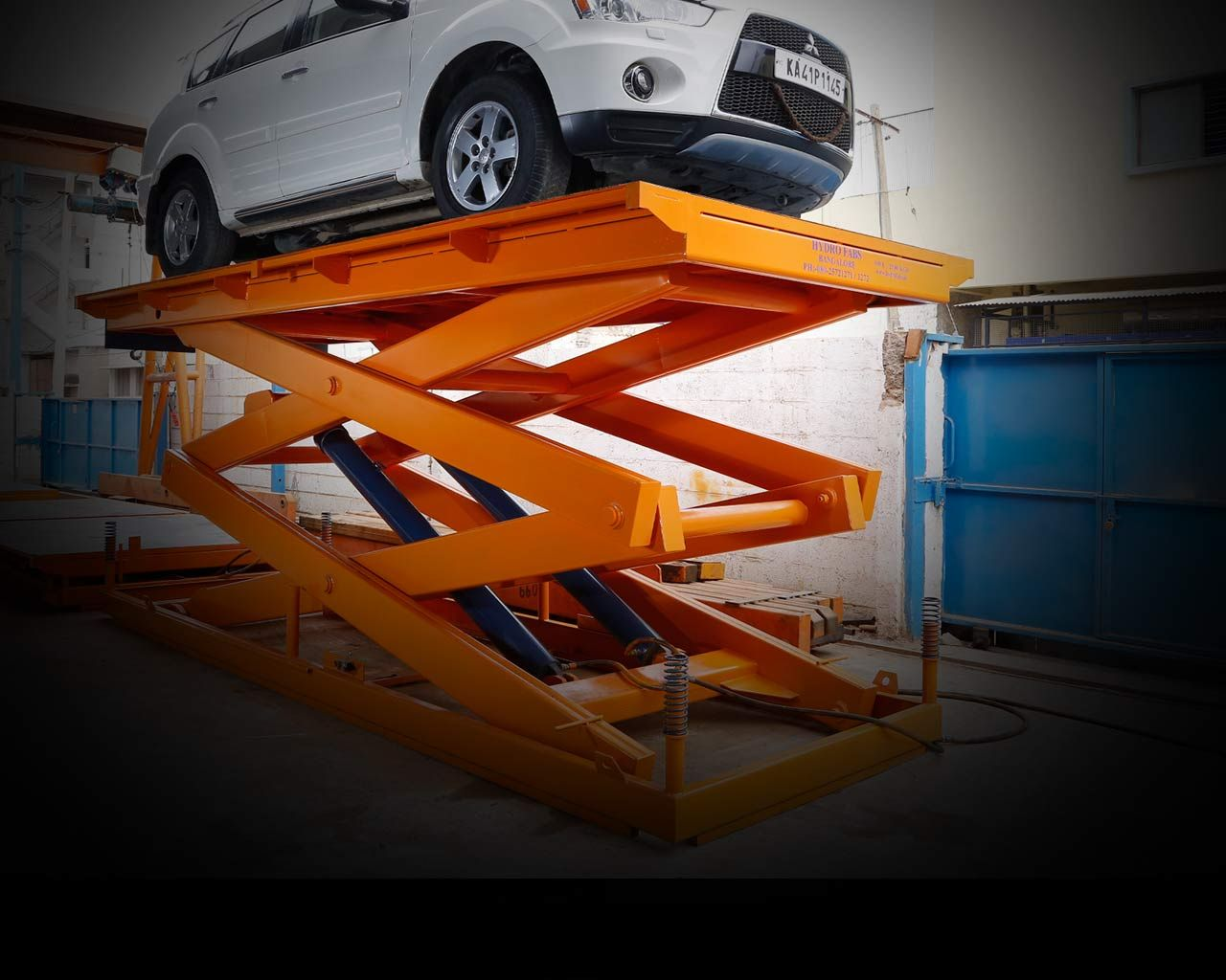 Hydraulic Scissor Lift Manufacturers Exporters and Suppliers in Bangalore. Hydraulic Lifts offered by Hydro Fabs are the best in market. & Hydraulic Scissor Lift Manufacturers Exporters and Suppliers in ...