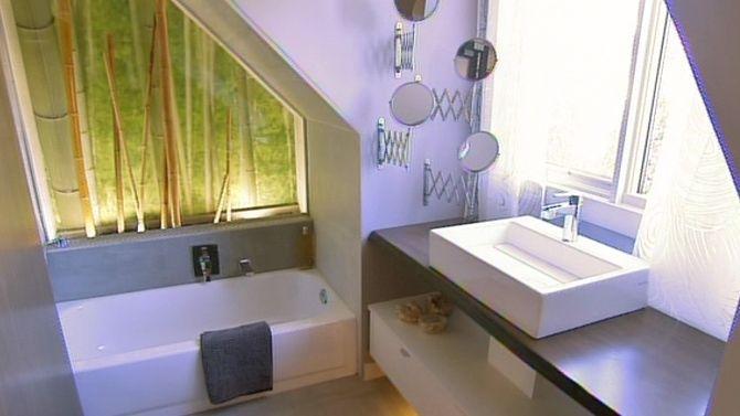 Jolie Douche Pour L Etage Avec Plafond Mansarde Salle De Bain Idees Pour La Maison Maison