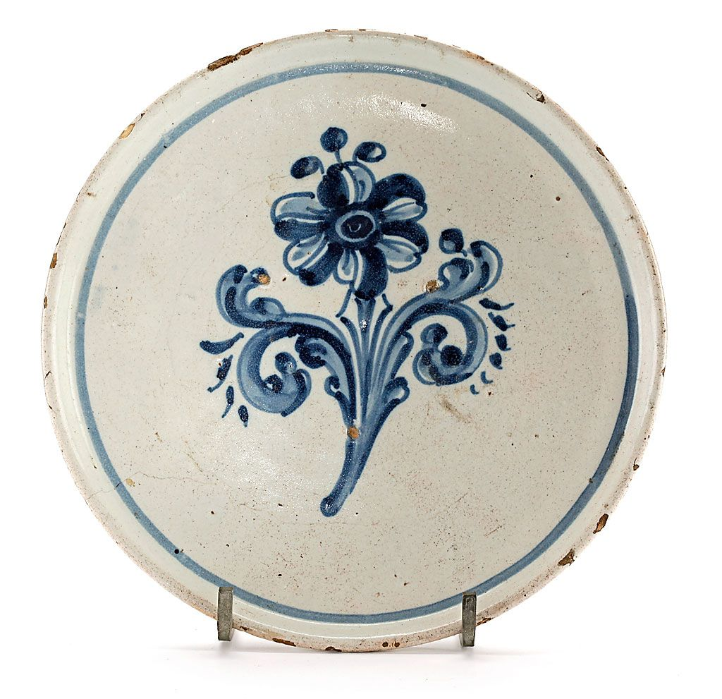 Salvilla De La Serie De La Adormidera En Loza De Talavera Del Siglo Xviii Ceramic Art Art Pottery