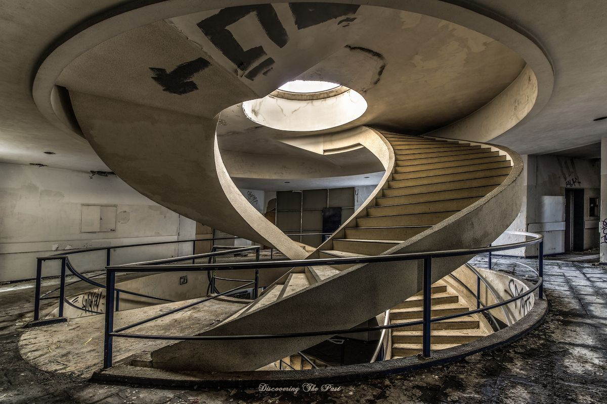 Double Helix Staircase In Abandoned Building 1200 800