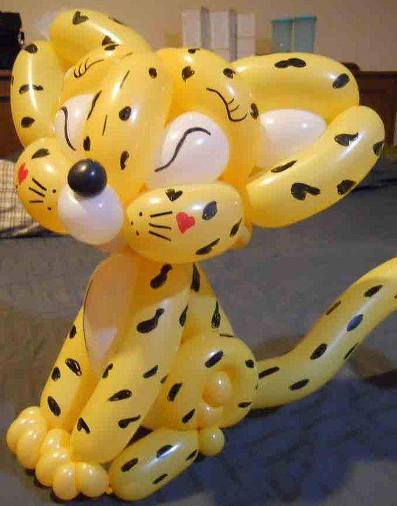 Beautiful Leopard balloon made by Balloontwistee globoflexia