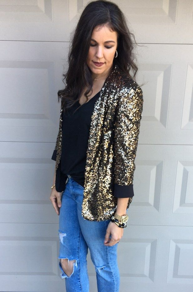 Sequin Blazer | how to style a sequin blazer | winter style | winter fashion | styling for fall and winter | holiday style | holiday outfit ideas | cool weather fashion | sequin blazer outfit | style ideas for winter | fashion tips for winter | styling a sequin blazer || The Flexman Flat