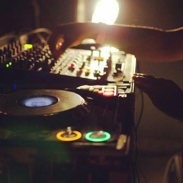 Hands at work.  #DJ