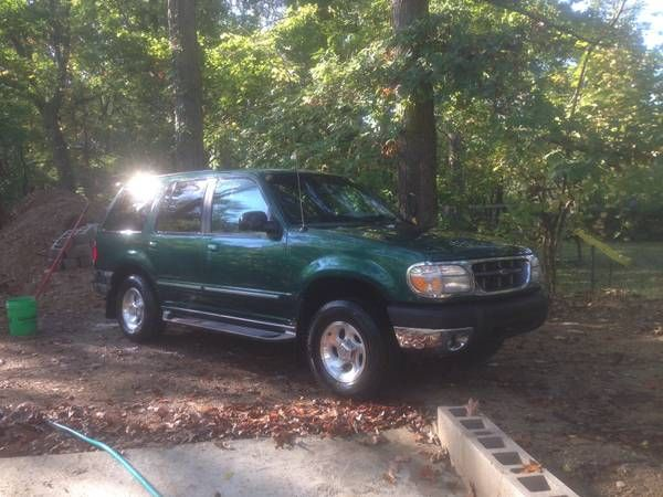 make ford model explorer year 1999 exterior color green interior
