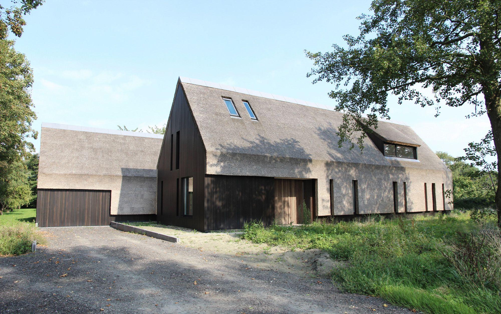 Outside in residencia en goes grassodenridder for Casa holandesa moderna