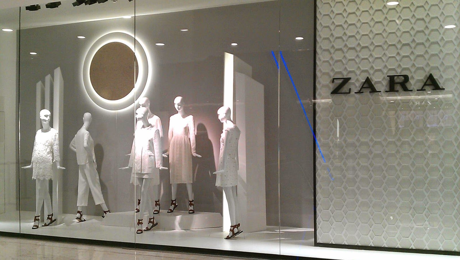 Exhibition Stand For Zara : Zara emquartier window display bangkok thailand