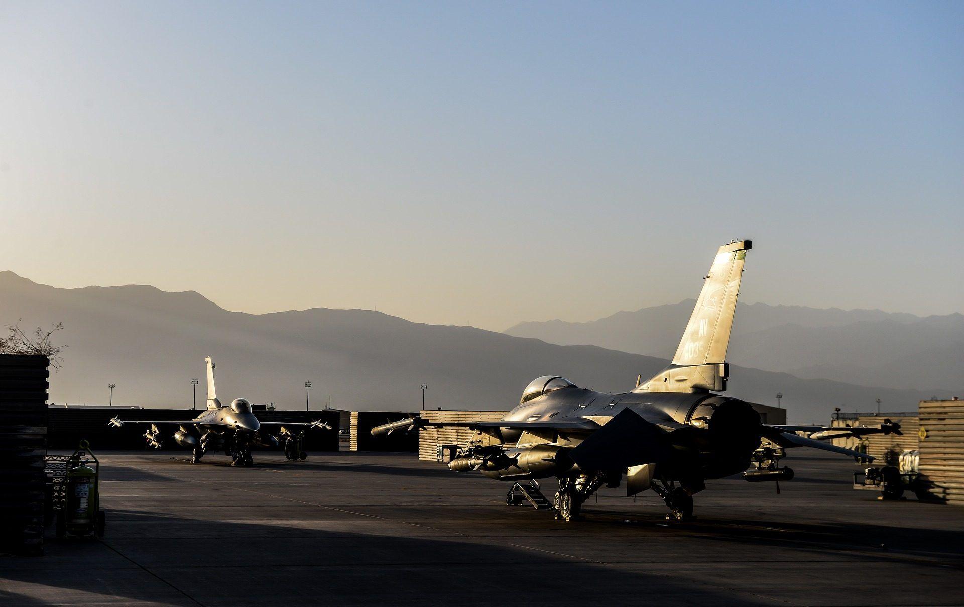 Avion Caza F16 Ejercito Militar 1709292202 Fondos De