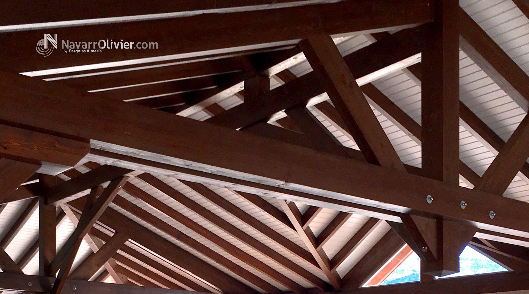 Cerchas y estructura de madera de cubierta a 4 aguas - Estructura madera laminada ...