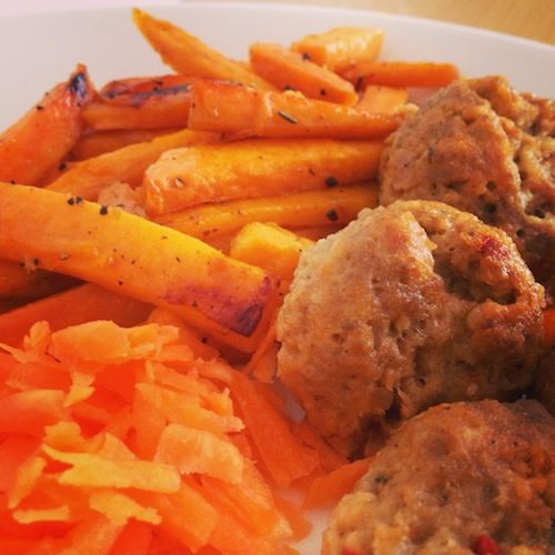 Delicious meatballs with baked sweet potato sticks and some grated carrot. Self-made.