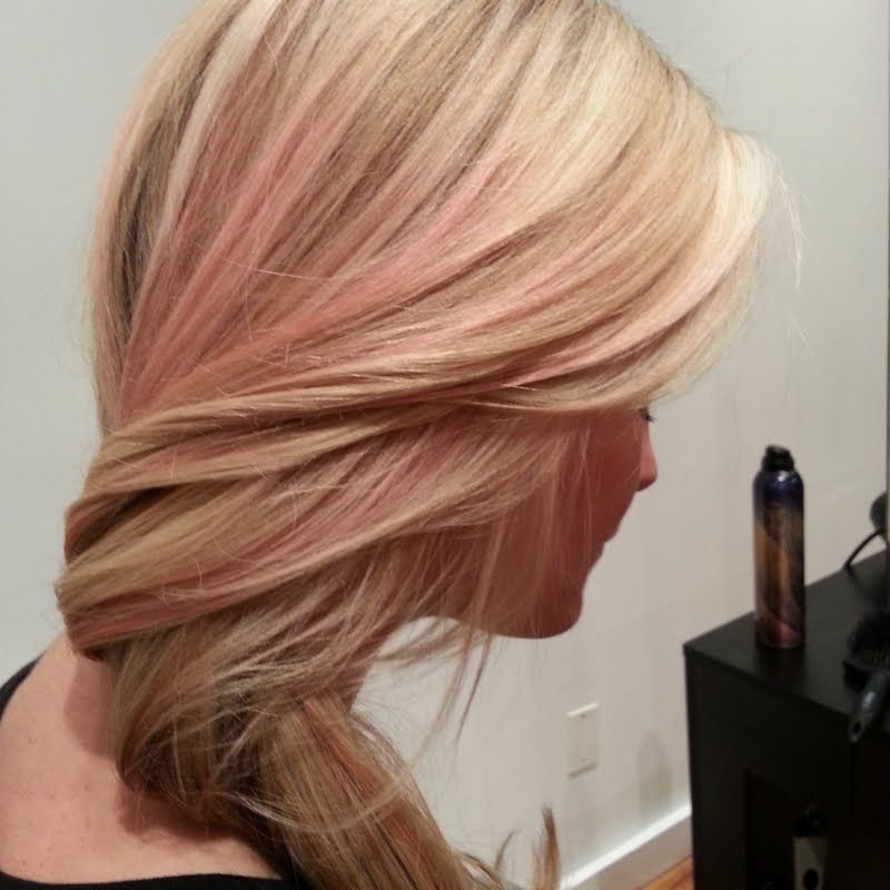 Would You Try Blush Pink And Blonde Highlights By Nallelyartistco