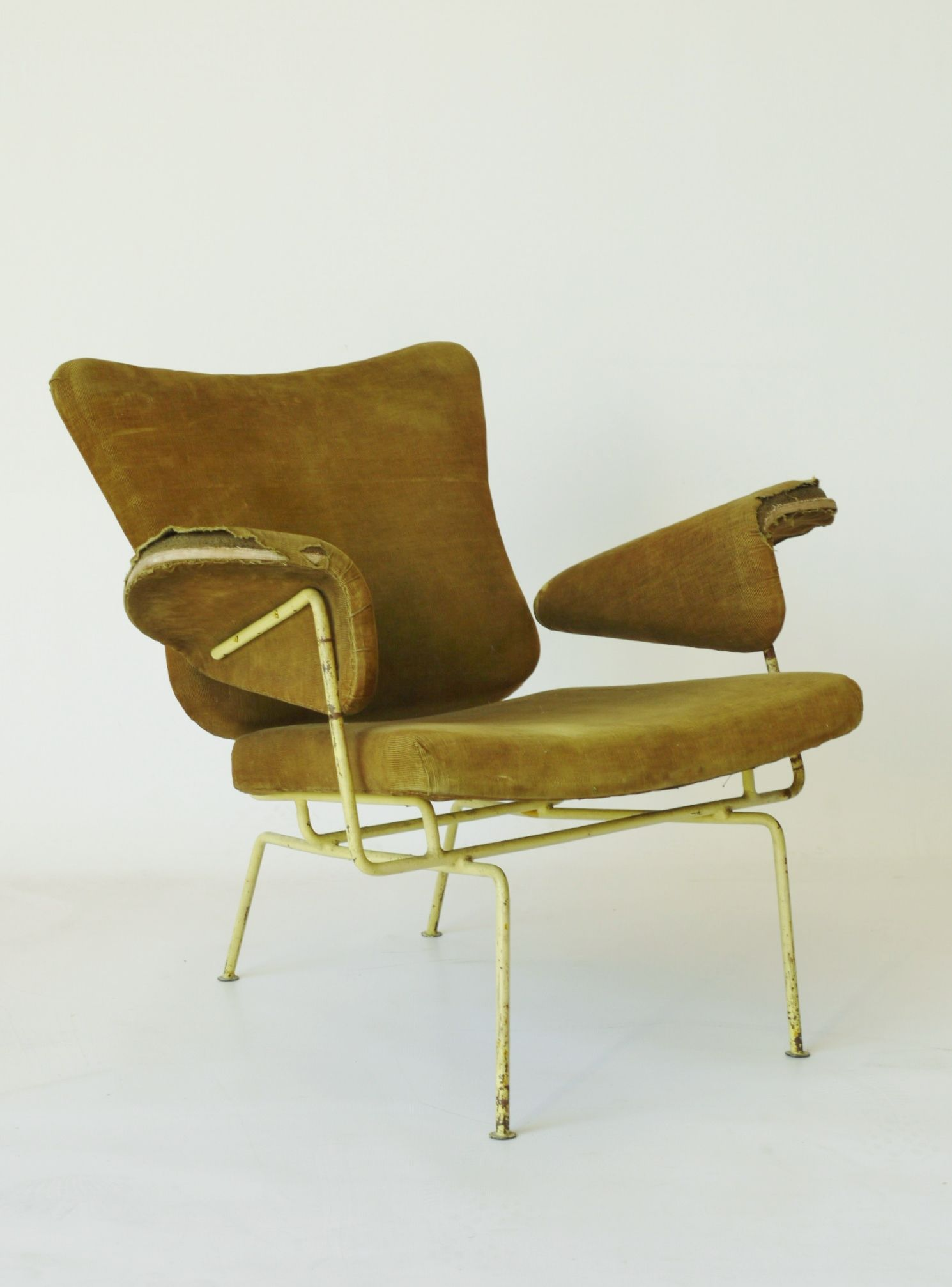 Unidentified Chair It Has Similarities To Ernest Race And  # Muebles Tio Sam