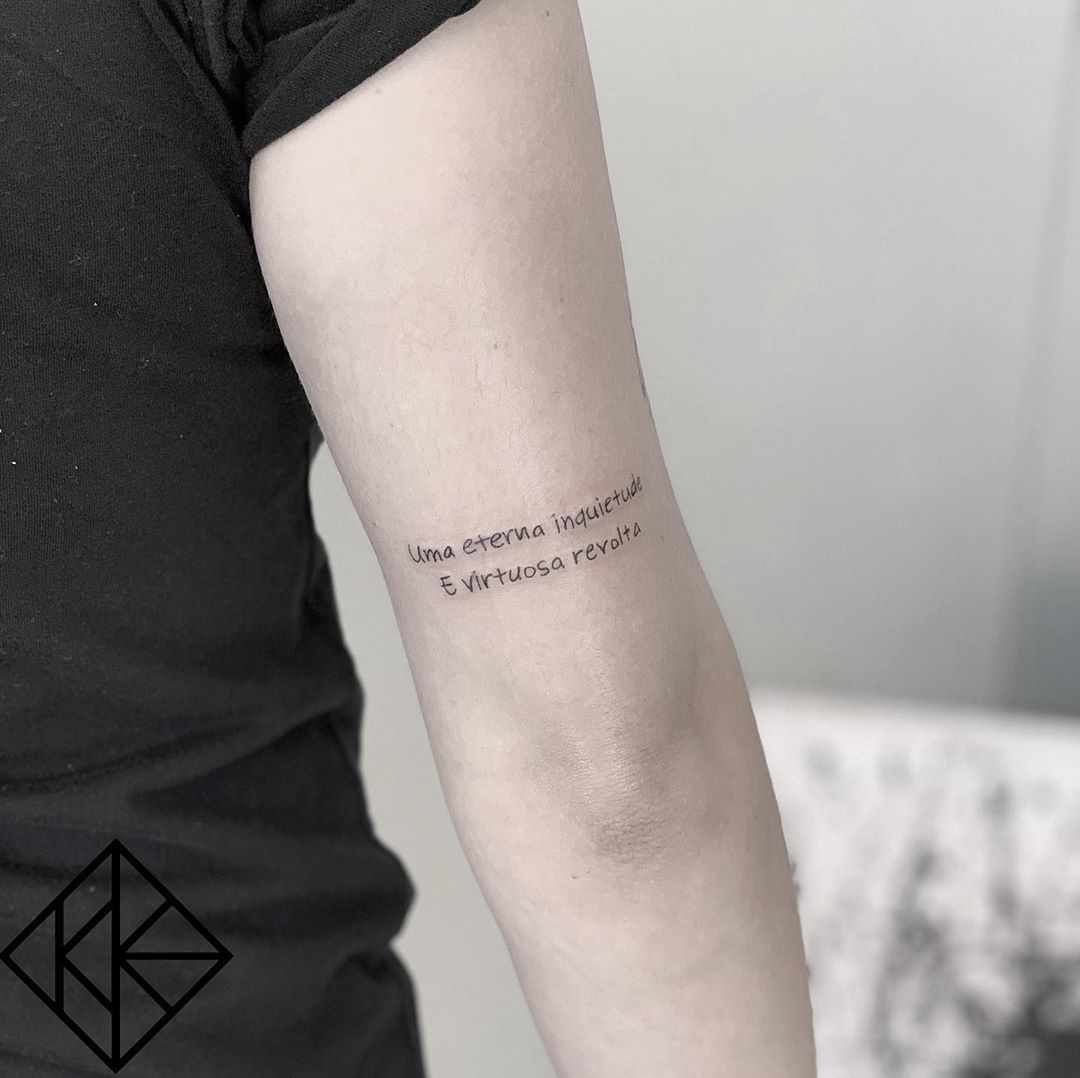 Traco Fino A Tatuagem No Estilo Fineline Tatuagem Tattoo Foto