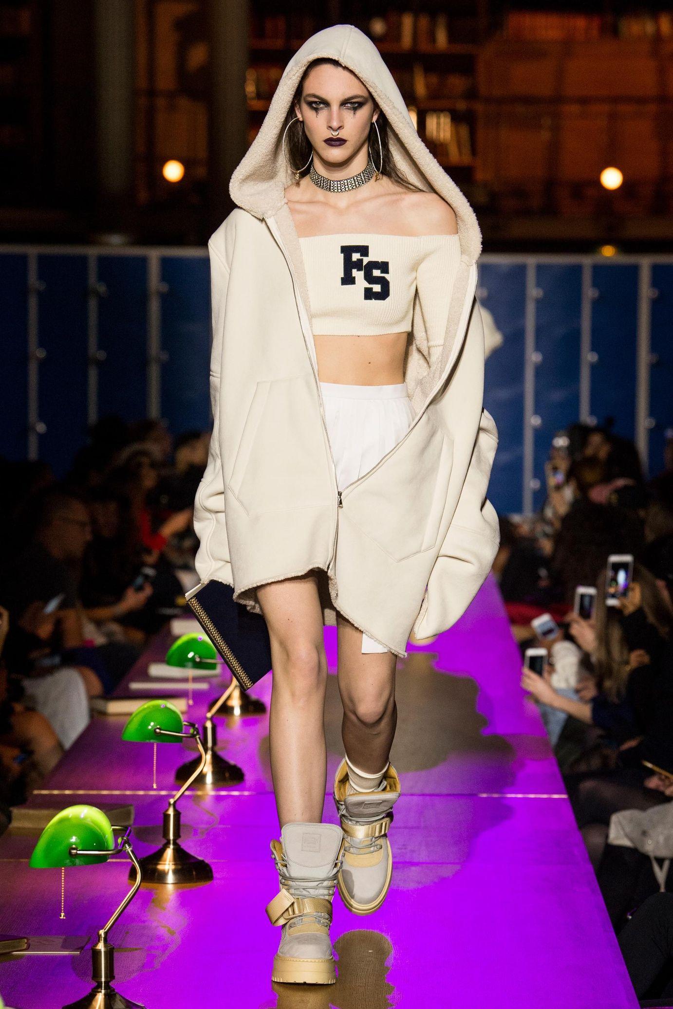 d01c91a2cacd Défilé Fenty x Puma by Rihanna prêt-à-porter femme automne-hiver 2017-2018  PRÊT-À-PORTER