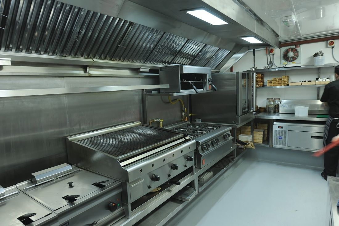 Picture of restaurant kitchen design stainless open for Material de cocina industrial