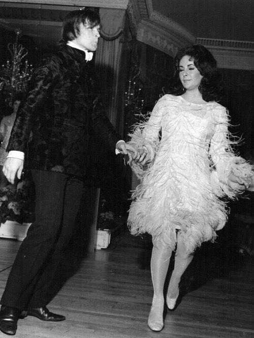 Pin Ot Polzovatelya Jale Cosar Na Doske 1968 Elizabeth Taylor Rudolf Nuriev Nureev Fotografii