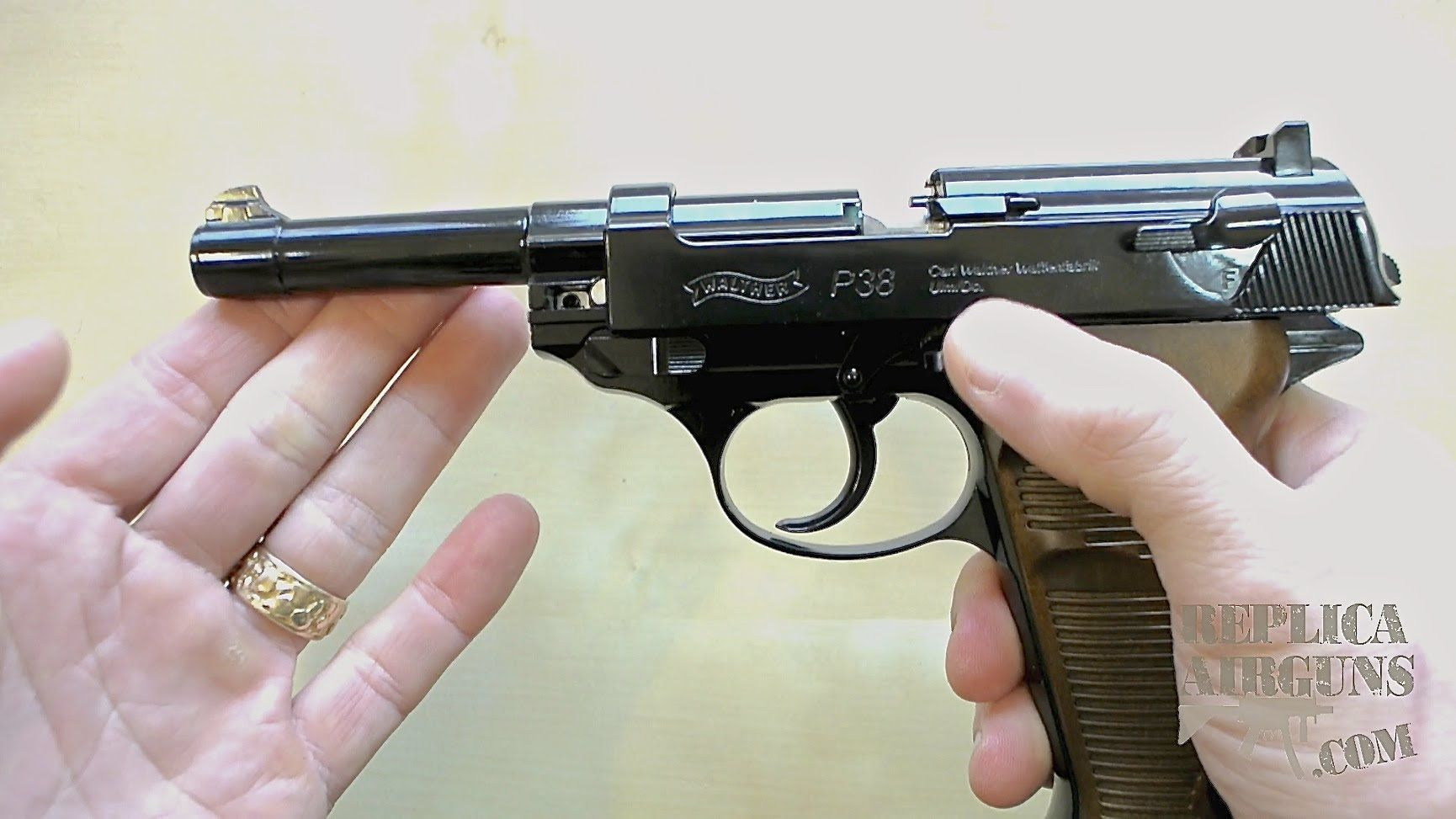 Umarex Walther P38 CO2 Blowback BB Pistol Table Top Review    CO2