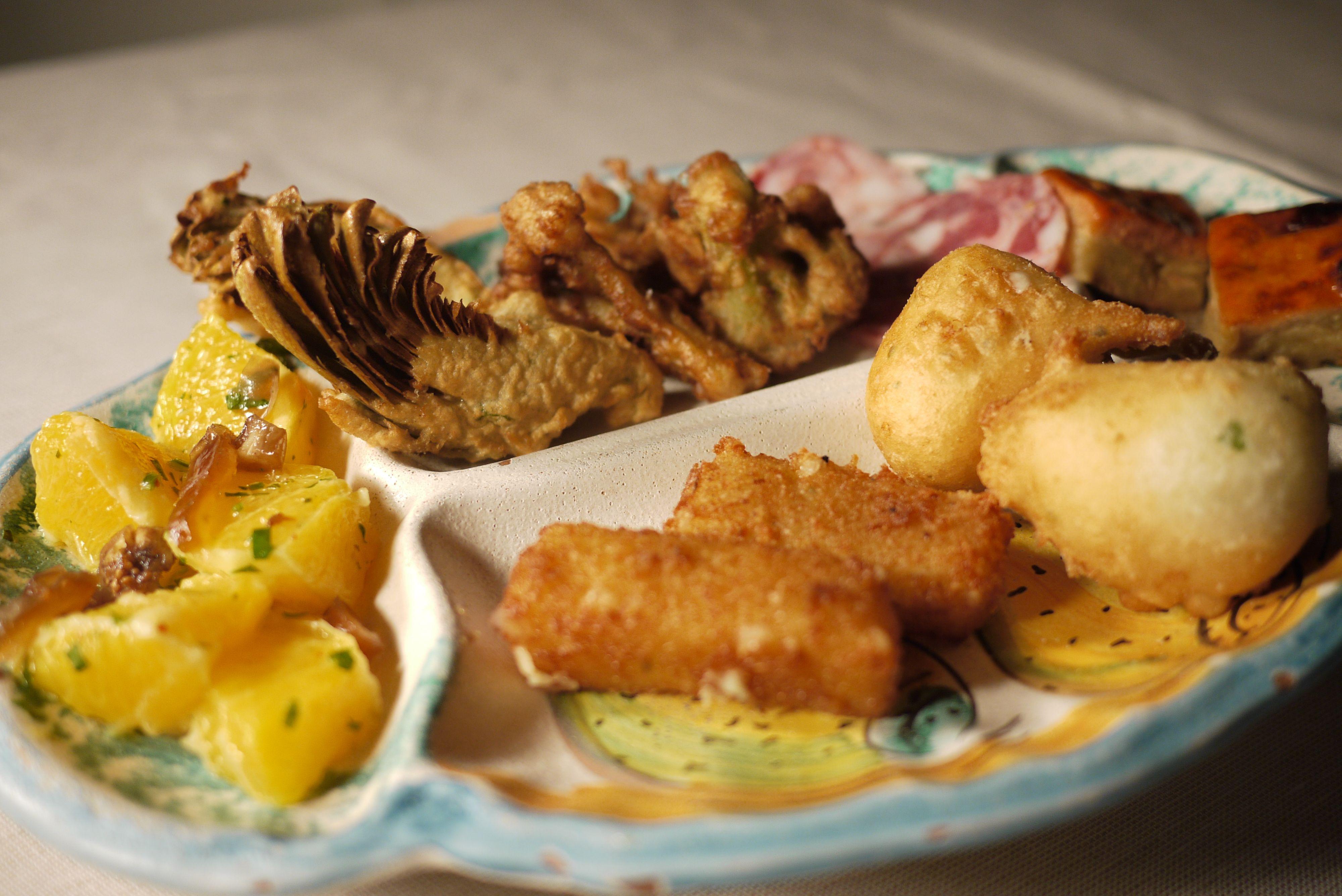 Antipasti Di Natale Siciliani.Antipasti Rustici Siciliani Su Fangotto Di Caltagirone Ricette Gastronomia Foodie