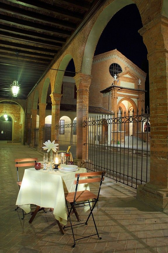 Pop-Up restaurant with secret location in the historical Italian town Ferrara. SMS reservation. Table will pop-up, and dinner served at some attractive city location, that would be made known via SMS one hour ahead of time