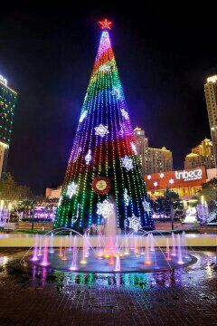 Christmas Tree In Central Park Mall Jakarta Indonesia Visit Http Asiaexpatguides Com Christmas Worldwide Christmas In The City Beautiful Christmas Trees
