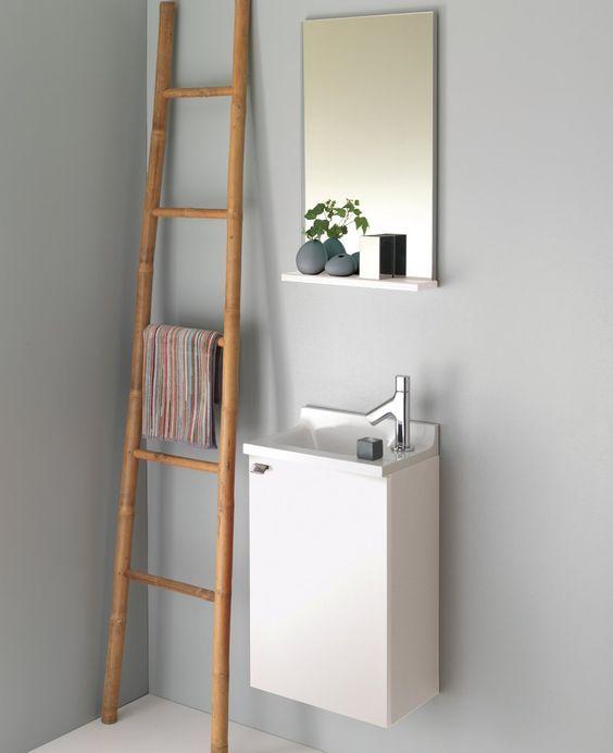 Am�nagement petit espace : un lave-mains laqu� blanc avec un porte serviette en bambou. Esprit zen et nature. - pop laminar de Sanijura #salledebain  #bathroom #bathroominspo #interieur #interiordesign #sanijura #petitsespaces #smallspaces #blanc