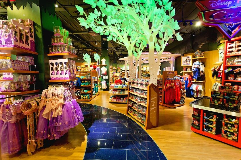 Best Places To Shop Top 5 Best Toy Stores In The World Toy Store Shop Interior Design Disney Shop