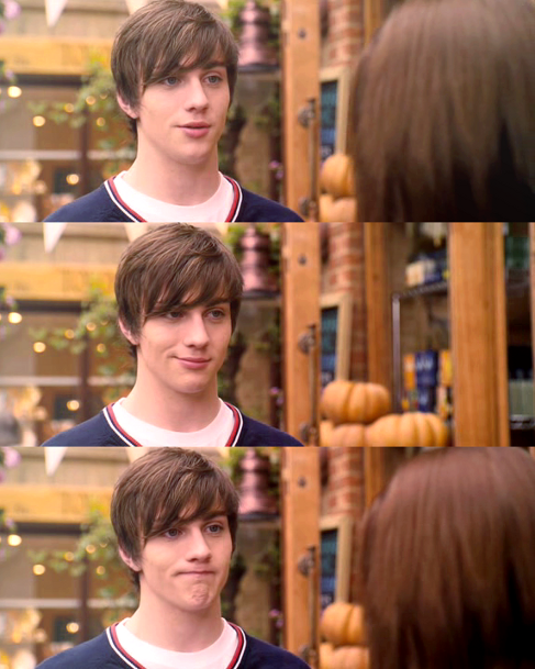 Pin By Jessica Claar On Scenes Angus Thongs And Perfect Snogging Aaron Johnson Aaron Taylor