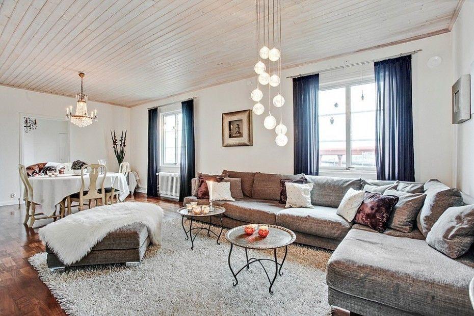 Stort vardagsrum som ger möjlighet till att möblera med soffgrupp ...
