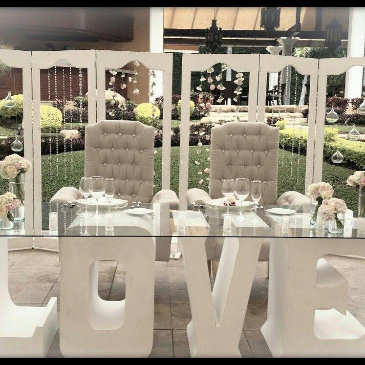 Mesa de novios love de floreria rosas blancas decoraci n - Sillones estilo vintage ...