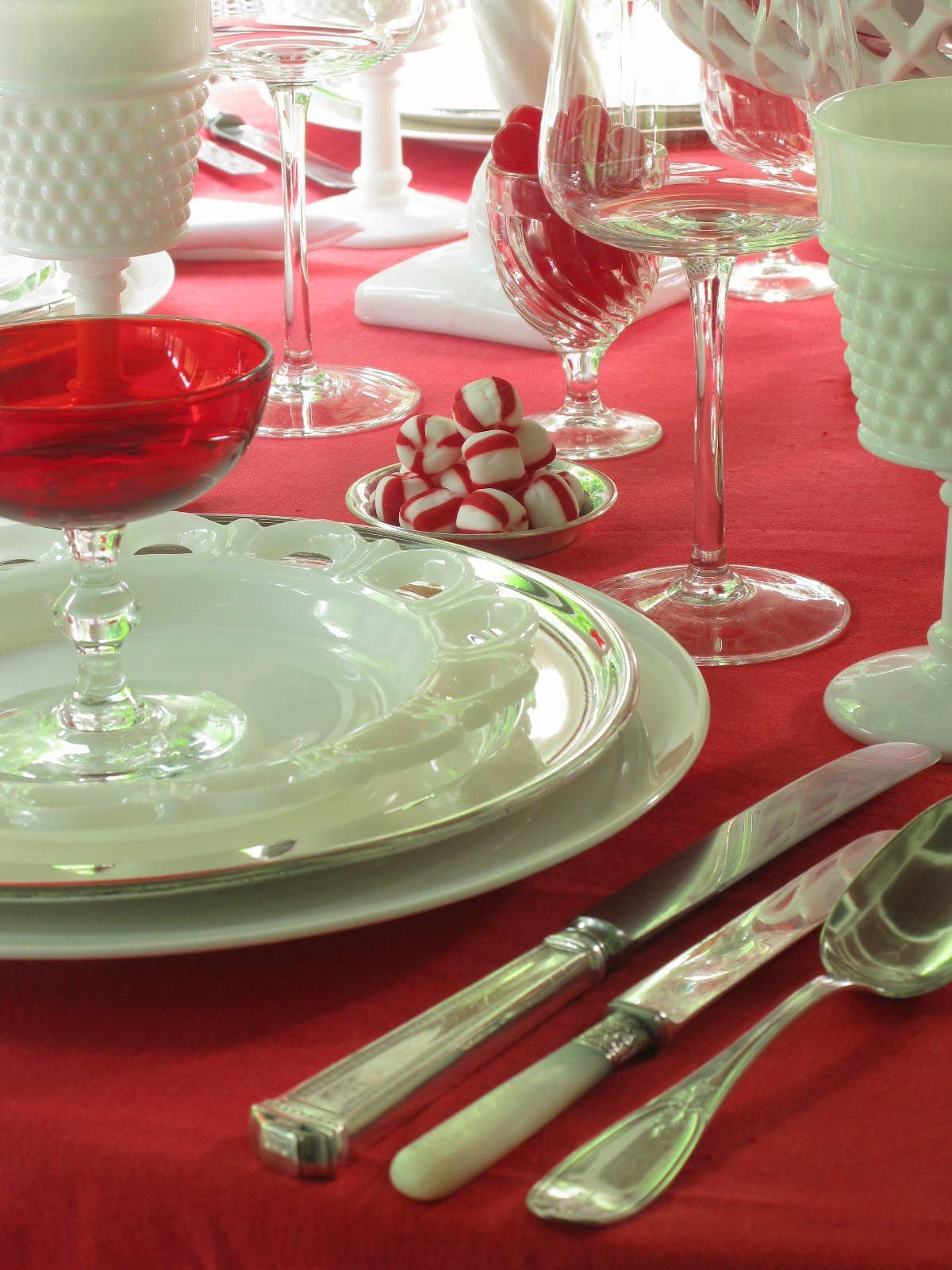Red And White Christmas Table Scape  Cute Red And