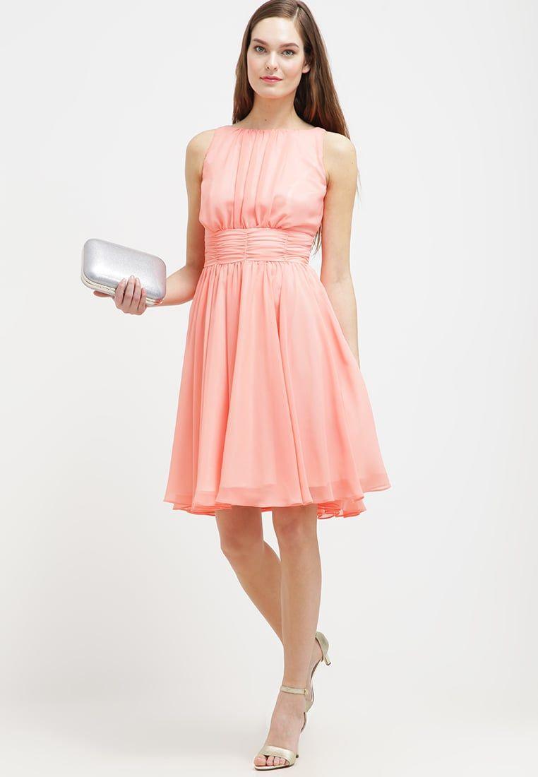 Consigue este tipo de vestido de cóctel de Swing ahora! Haz clic ...