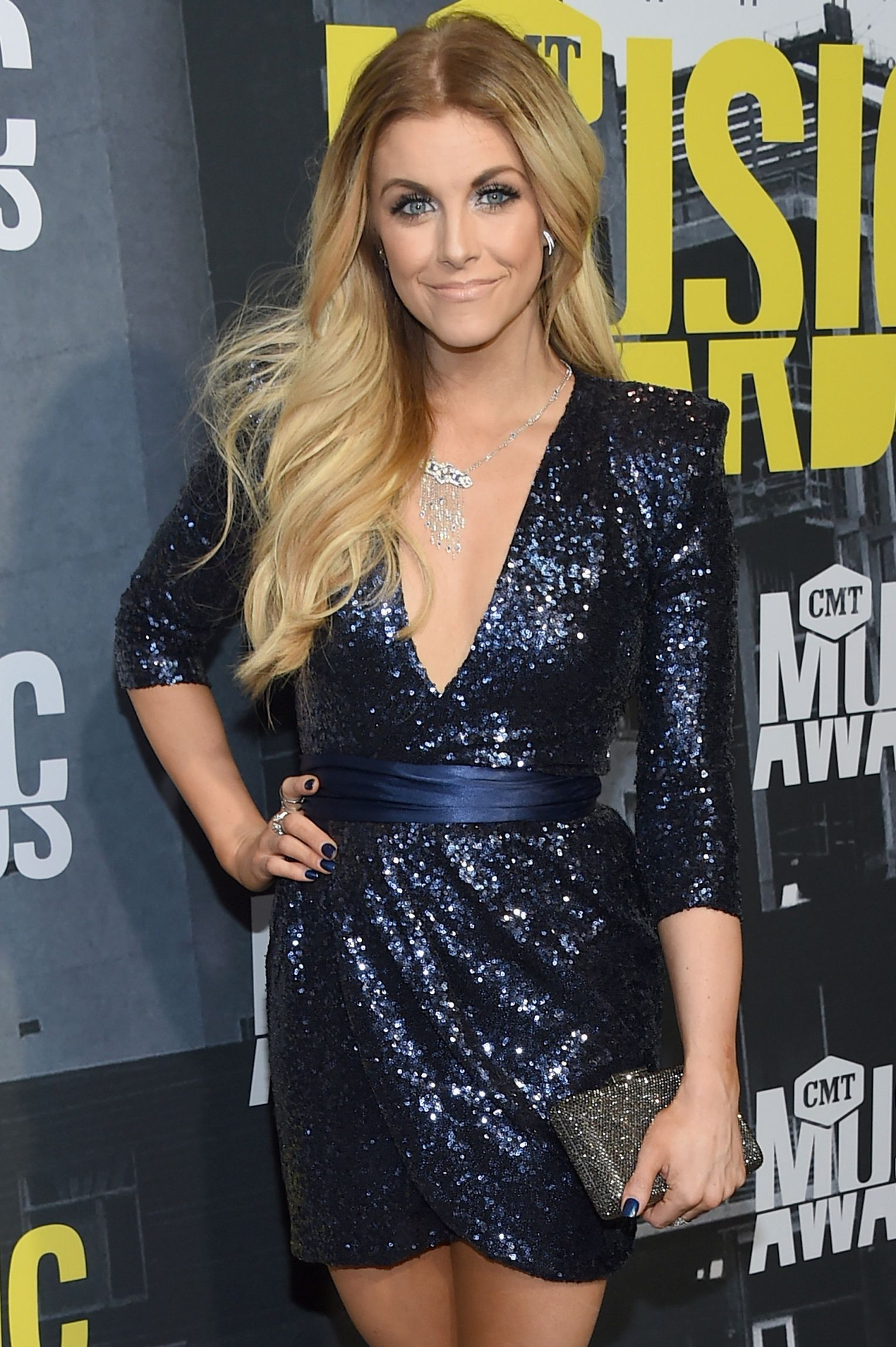 Lindsay Ell Check out CMT Music Awards 2017 red carpet