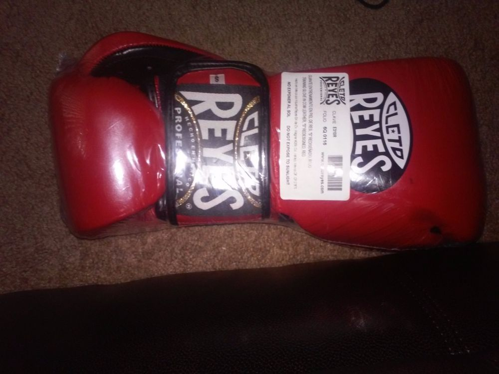 86efa27a002c Cleto Reyes Hybrid (Laceand Velcro) Boxing Gloves RED Small 10oz  CletoReyes