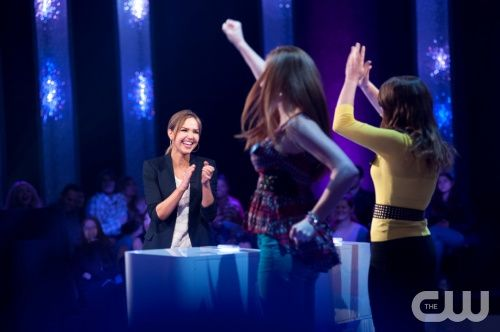 """Perfect Score -- """"Episode #110"""" -- Image Number: PS_110_117.jpg -- Pictured: Host Arielle Kebbel (left) with contestants -- Photo: Eddy Chen/The CW --  2013 The CW Network, LLC. All rights reserved."""