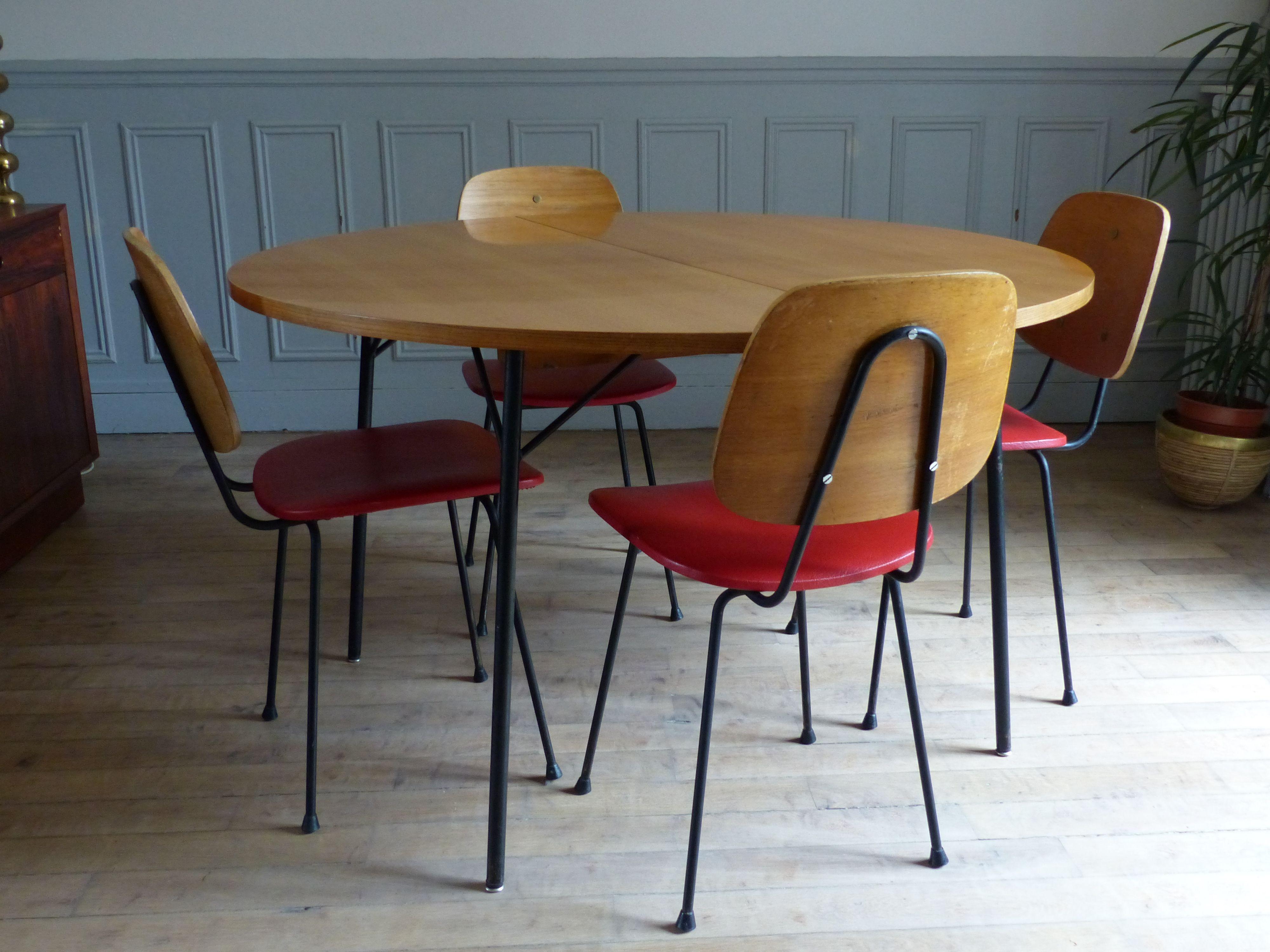 Table Alain Richard Table De Repas Moderniste Table De Repas Vintage Ronde Collectionit Living Room Scandinavian Mobilier De Salon Table Repas