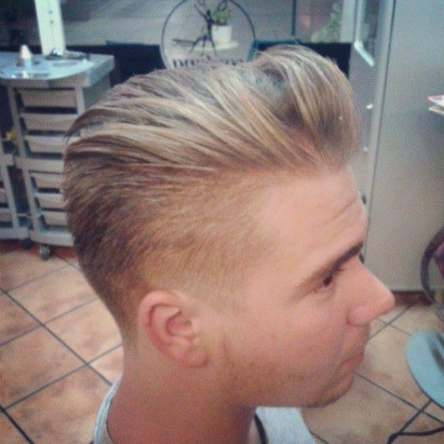 Corte de cabello actual, versátil y elegante by @santanapeluqueros.Todavía no nos conoces? A que esperas para lucir un estilo a tu medida. #haircut #hairtrend #hairstyles #menshaircut #mensexperience...