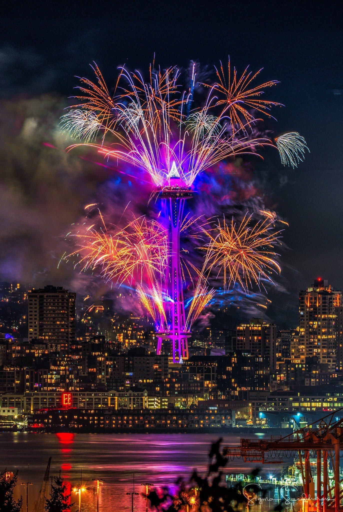Pin by Eugie on OMG!!!! Space needle, New years eve