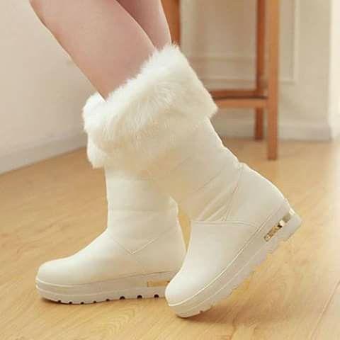 dcf8e6c59a Pin de Diana Marcels Chin Martinez en botas blancas   Botas blancas ...