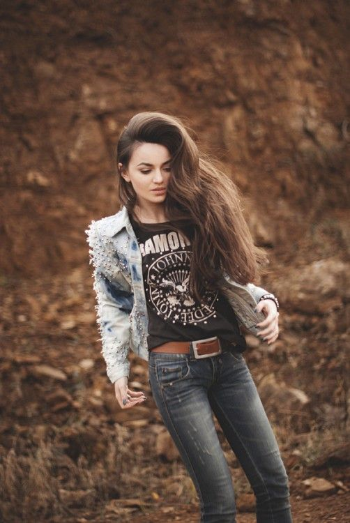 casual rocker chic. I'm really loving black tops into brown belts right now.                                                                                                                                                      More