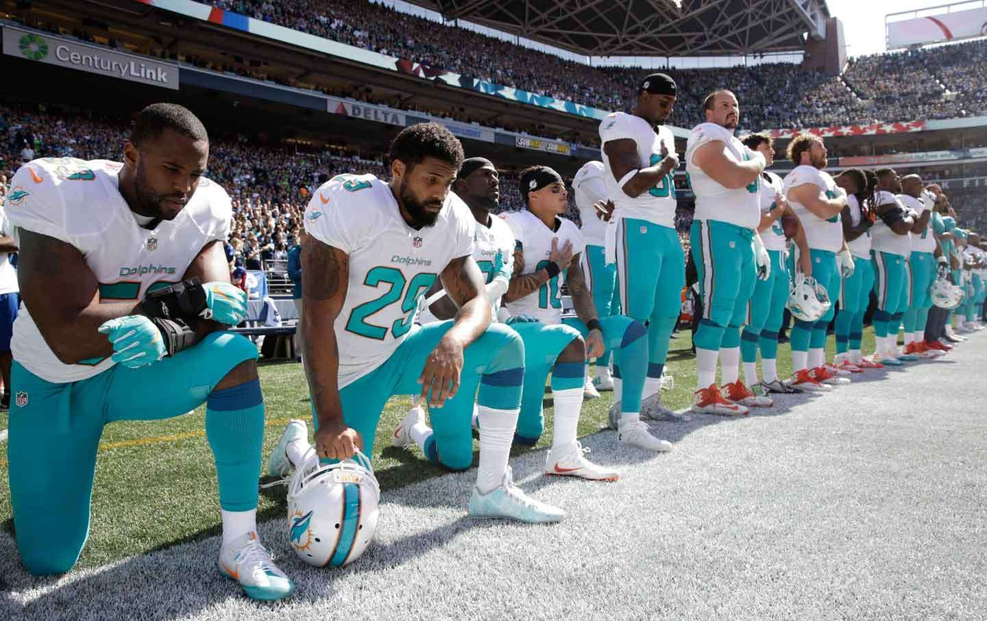 Solidarity With Kaepernick Ripples Through The Nfl On September 11 Anthem Protest Kneeling During National Anthem National Anthem