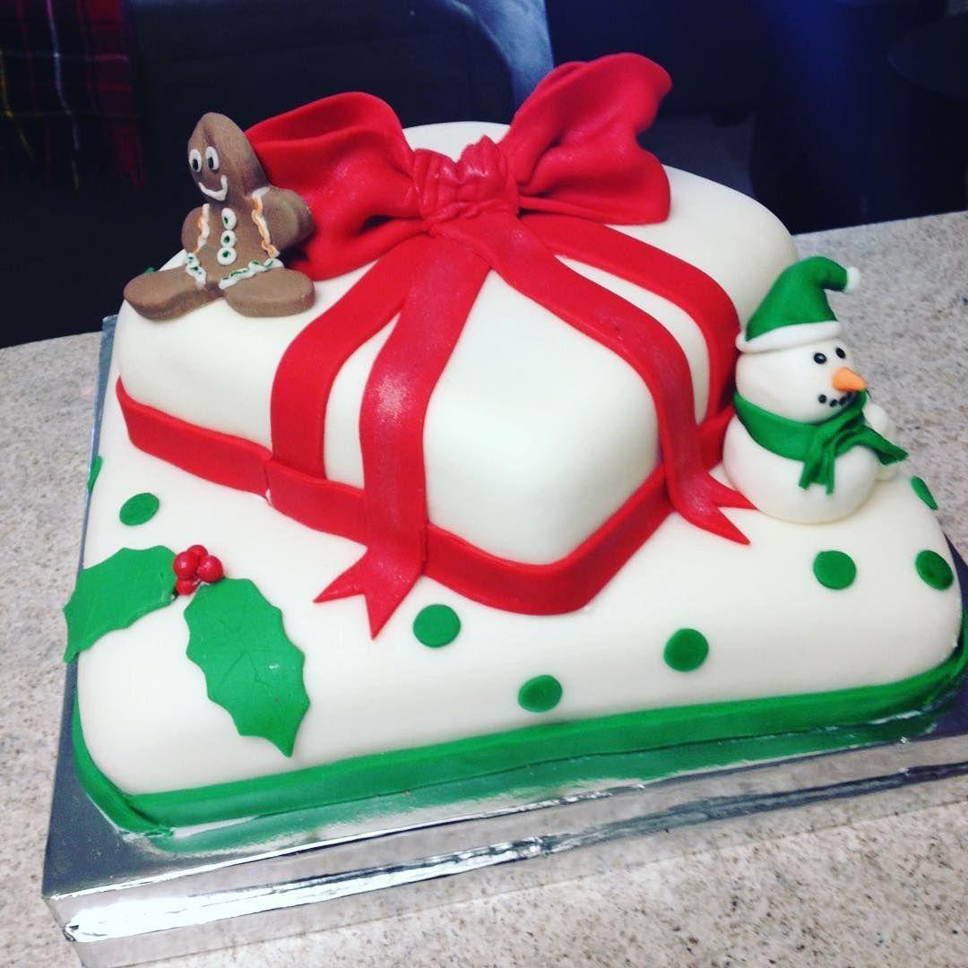 #cakesofbrevard #cakes #sweet #christmastime #christmascakes #holidaycake