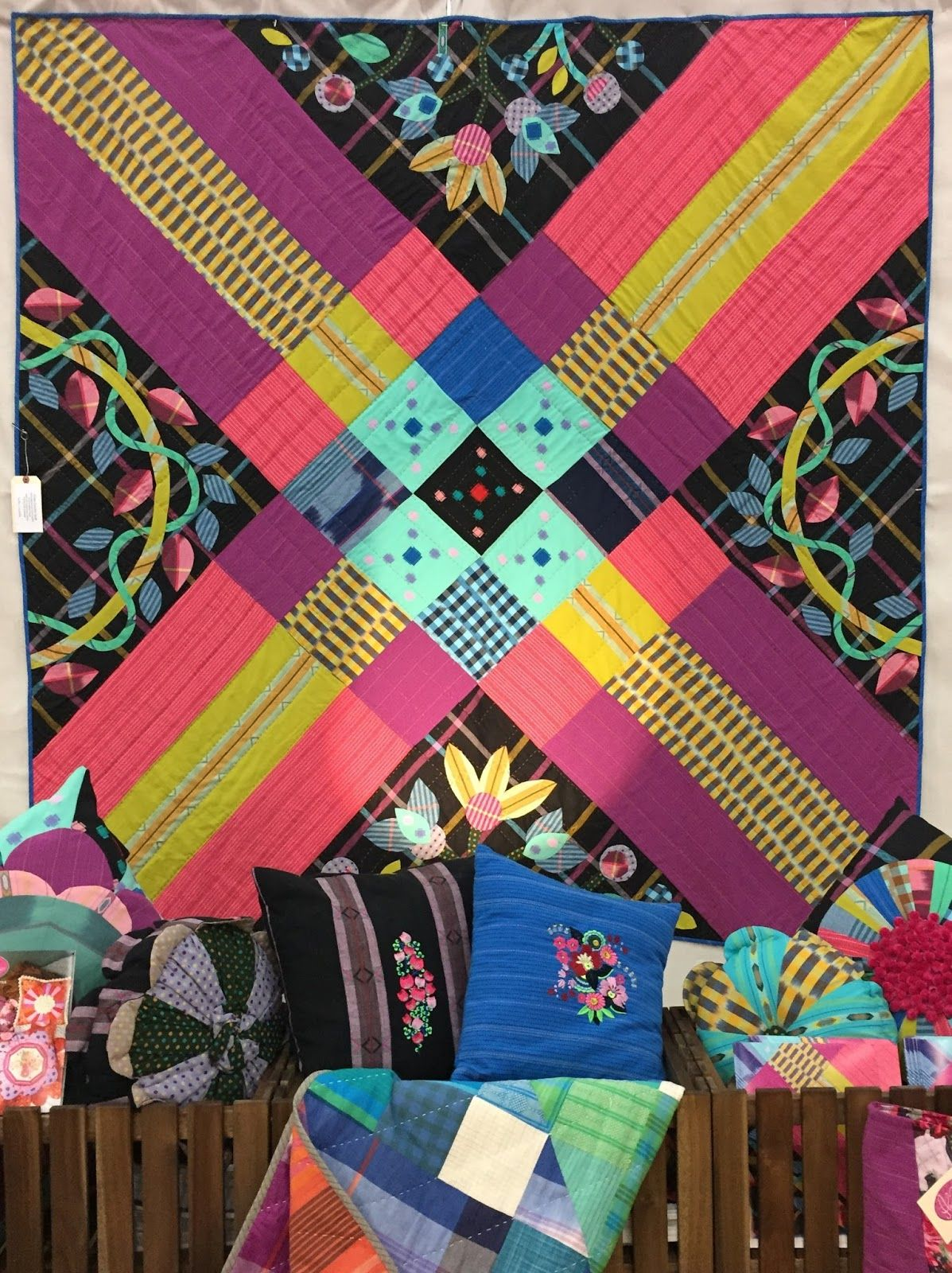 Cross Country quilt by Anna Maria Horner. Photo by Quilting Mod ... : mod quilt - Adamdwight.com