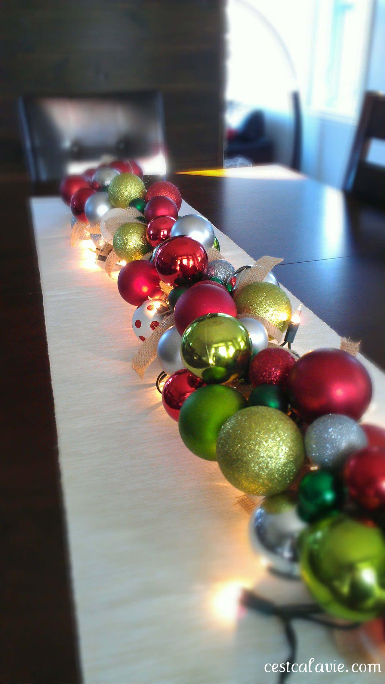 Guirlande de boules de Noël | Christmas centerpieces, Noel
