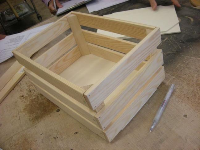 holzkiste selber bauen bastelideen pinterest pallet crafts wood working and craft. Black Bedroom Furniture Sets. Home Design Ideas