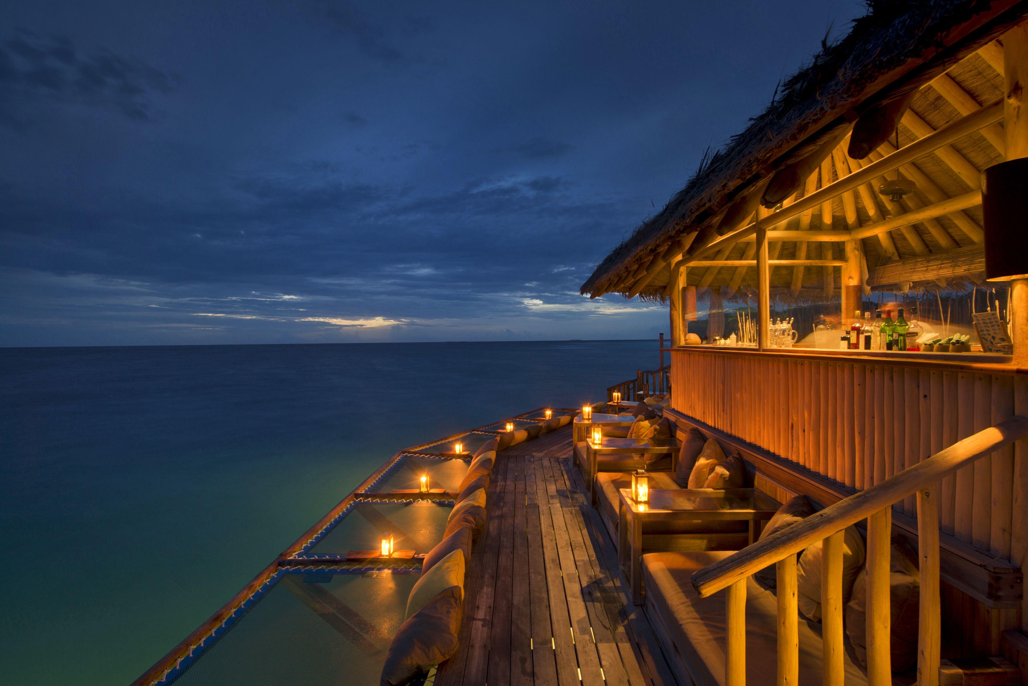 Enjoy yourself at Soneva Fushi's Bar(a) Bar(a) - Maldives luxury travel