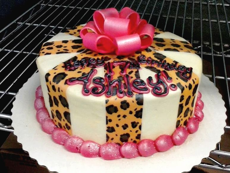 Ashleys pink and cheetah print cake made with a gum