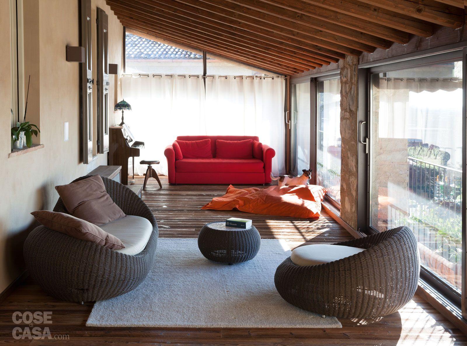 Una casa con ambienti moderni a sfondo rustico home for Ambienti interni moderni